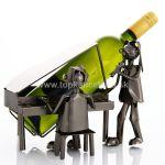 98761 Kovový stojan na víno, motív klavírista a spevák